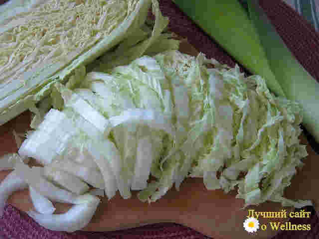 Салат из пекинской капусты с луком - пореем