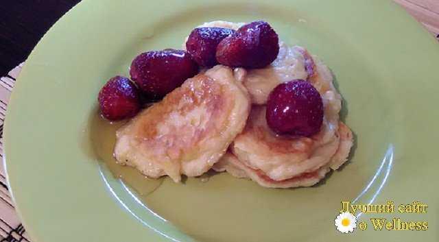 яблочные оладьи с клубникой и медом - пошаговый рецепт с медом