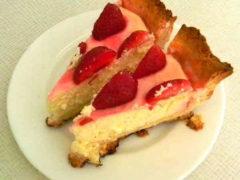 Творожный пирог с клубникой — полезно и вкусно