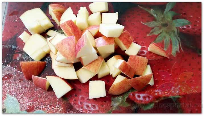 Яблоко, нарезанное кубиками