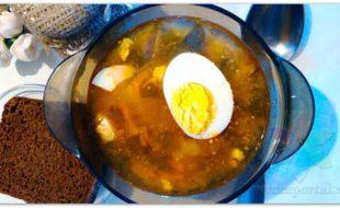 Зеленый борщ с щавелем и яйцом — рецепт с фото